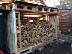 A DIY log store made from pallets. I am so having a go at this!