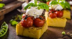 Le Tartine di Polenta Estive sono un gustoso modo per utilizzare la Polenta avanzata, ma anche per servire delle Tartine Senza Glutine dal sapore fresco!