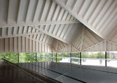 Scandinavian whitewood / glulam and CLT: Alfriston School Swimming Pool by Duggan Morris Architects (Beaconsfield, UK) British Architecture, Roof Architecture, Architecture Details, Architecture Wallpaper, School Architecture, Duggan Morris, Timber Roof, Timber Cladding, Little Cottages