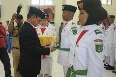 Sekda Tanbu Kukuhkan 37 Anggota Paskibra HUT RI ke-71