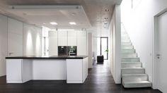 Das Erdgeschoss besteht aus einer über 100 m² großen, offenen Fläche ...   Bild: Andy Brunner
