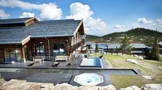perhaps for a future trip, during winter?  i love the ski in/ski out aspect.  near to Oslo, i think. Selected as Norway's Best Ski Hotel 2014 and 2015 by the World Ski Awards! Norefjell Ski & Spa has also been named Norway's leading spa resort for several years. Ski-in/Ski-out is available here and we are also located close to Oslo.