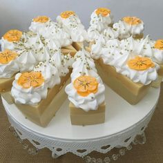 A beautiful true Gardenia scent just like the flower added to a triple butter soap. This soap is a blend of Cocoa Butter, Shea Butter and Mango Butter. Truly moisturizing bar and the soap icing feels