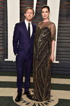 Pin for Later: Voilà Ce Que les Célébrités Ont Fait à L'afterparty des Oscars Anne Hathaway et Adam Shulman