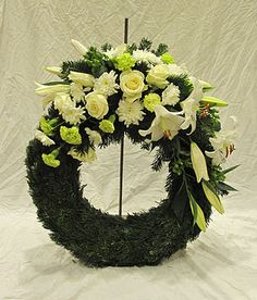 Begravningskrans med vita blommor - Funeral wreath with white flowers Celebrities With Cats, Celebrities Before And After, Most Beautiful Pictures, Cool Pictures, Slideshow Presentation, Memorial Stones, Funeral Flowers, Without Makeup, Dahlia