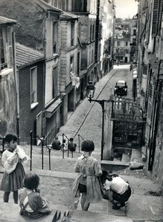Children playing in the Ménilmontant district. Paris, 1957. Photograph by Janine Niepce