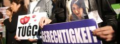 Mahnwache vor dem Landgericht Darmstadt: Unabhängige Justiz bedeutet Zivilisation