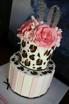 Pink and cheetah print cake!