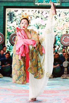 Zhang Ziyi as Xiao Mei from House of Flying Daggers (2004). Costume design by Emi Wada.