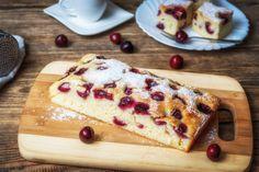 Kefires-meggyes kevert sütemény, ami egyszerű, gyors és mennyei. Kefir, Cherry Cake Recipe, Butcher Block Cutting Board, Food Photo, Cake Recipes, French Toast, Food And Drink, Bread, Breakfast