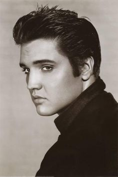 Elvis Presley-my true obsession! Can't even describe my collection of Elvis stuff! The young Elvis of course so hot right now! Elvis Presley Hair, Elvis Presley Young, Elvis Presley Posters, Elvis Presley Photos, Gorgeous Men, Beautiful People, Beautiful Celebrities, Eric Bana, Lisa Marie Presley