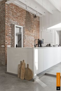 Urban Industrial Decor Tips From The Pros Have you been thinking about making changes to your home? Are you looking at hiring an interior designer to help you? Loft Kitchen, Kitchen Interior, Kitchen Decor, Beton Design, Interior Decorating, Interior Design, Minimalist Kitchen, Concrete Floors, Home Remodeling