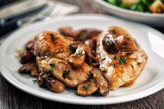 Mantarlı ızgara tavuk tarifi, mantarın güzelliğini tavuğun ızgara lezzeti ile adeta tavana çıkarıyor aynı zaman da göz zevkinizi de, afiyetler!
