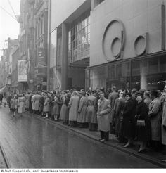 1952. People lined up on Sunday afternoon in front of movie theater Tuschinski at the Reguliersbreestraat in Amsterdam. Photo Dolf Kruger. #amsterdam #1952 #Reguliersbreestraat I Amsterdam, Movie Theater, Theatre, Asd, Sunday, Tags, Domingo, Cinema, Theater