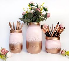 Ombre Pink Einmachglas, Kupfer Home Decor, Pink Make-up Pinselhalter, Rose Gold Design . Home Decor rose gold home decor Diy Makeup Organizer, Make Up Organizer, Makeup Storage, Makeup Organization, Storage Organizers, Bedroom Organization, Pot Mason Diy, Mason Jar Crafts, Gold Desk Accessories