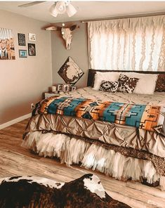 Western Bedroom Decor, Western Rooms, Country Teen Bedroom, Western Bedding, Western Decor, Western Style, Room Ideas Bedroom, Home Decor Bedroom, Bedroom Themes
