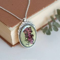 Dried flowers necklace heather pink flowers green jewelry herbarium resin plant pendant botanical jewelry pressed flowers boho gift for her by sincereworkshop on Etsy