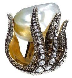 Sevan Bicakci starfish & pearl ring #VintageJewelry #VIntageRings #SevanBicakci