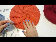 Knitting painter Painter or Wheel of . Baby Knitting Patterns, Knitting Designs, Crooked Face, Knit Crochet, Crochet Hats, Wheel Of Fortune, New Uses, Crochet Videos, Baby Booties