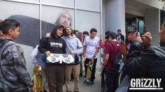 Grizzly Griptape flagship opening day signing - http://DAILYSKATETUBE.COM/grizzly-griptape-flagship-opening-day-signing/ - http://www.youtube.com/watch?v=iIarXkJVtvc&feature=youtube_gdata  Opening day here at the official grizzly griptape store located in Los Angeles on 142 N La Brea Ave. Thanks to all the friends and family that came out and thank you to all the support and... - flagship, griptape, grizzly, opening, signing