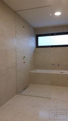 Sklenená fixná sprchovacia zástena