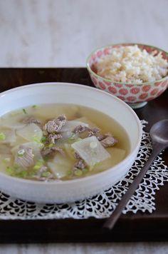 How to make Korean beef and radish soup, sogogi moo-guk (소고기 무국)