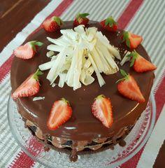 Tyttäreni täyttää huomenna vuosia ja sain parin päivän varotuksella kuulla saavani vieraita. Ja kuten syntymäpäivillä yleensä, niin kakkuaha...