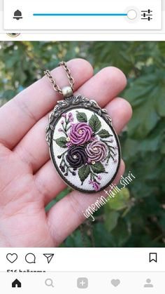This Pin was discovered by tug Flower Embroidery Designs, Silk Ribbon Embroidery, Embroidery Jewelry, Modern Embroidery, Beaded Embroidery, Cross Stitch Embroidery, Embroidery Patterns, Hand Embroidery, Fabric Beads