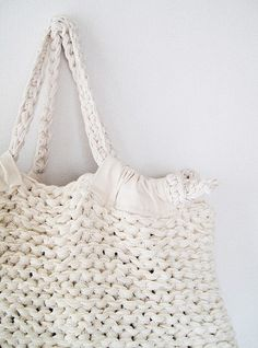 Linen Fabric Strip Tote by French Girl Knits.   Details and Tutorial from the French Girl website