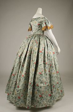 1850s ... Evening dress ... French ... silk ... at The Metropolitan Museum of Art ... photo 2