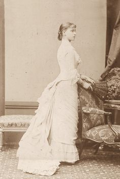 L'ancienne cour - 1880 c. Princess Elizabeth of Hess, then Grandduchess of Russia