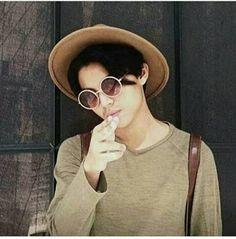 Gabriel, Round Sunglasses, Mens Sunglasses, Aesthetic Boy, Cookie Monster, Fandoms, Artists, Fashion, Lab Coats