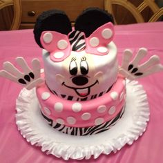 Minnie mouse 2 tier first birthday cake