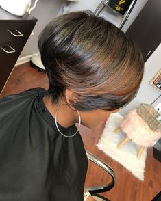Asymmetrical Pixie with Highlights - 40 Bold and Gorgeous Asymmetrical Pixie Cuts - The Trending Hairstyle Bob Hairstyles For Fine Hair, My Hairstyle, Natural Hair Bob, Natural Hair Styles, Asymmetrical Pixie Cuts, Love Hair, Hair Dos, Short Hair Cuts, Her Hair