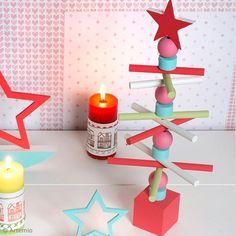 Tuto déco Noël : décorer un sapin en bois Birthday Candles, Diy Decoration, Christmas Wood, Tips, Diy Decorating