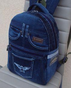 do Denim Backpack – SkillOfKing. Diy Jeans, Recycle Jeans, Jeans Denim, Denim Tote Bags, Denim Handbags, Jean Backpack, Backpack Bags, Como Fazer Short, Fashion Bags