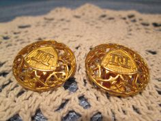 Hey, I found this really awesome Etsy listing at https://www.etsy.com/listing/182756898/vintage-doncaster-gold-tone-button
