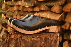 BLACK CLOGS. Portuguese leather clogs. by FeiradeBarcelos on Etsy