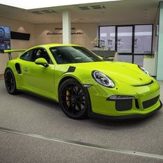 Porsche 991 GT3 RS painted in paint to sample Spider Green Photo taken by: @ddwcarsinaz on Instagram