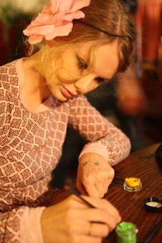 Taylor about to draw 13 on her hand... I love this photo.