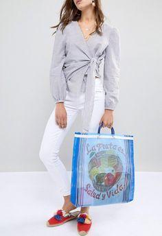 Bolso de ASOS estilo bolsa de la compra de Rock N Rose. Esta primavera verano 2018, las referencias a la comida están en looks y accesorios con personalidad de bolsa de la compra. ASOS, lo último en moda, belleza, estilo y tendencias.