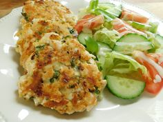 Cheesy chicken fritters I love creating recipes that use the zero point foods so we can have a nice low point meal… Points Plus Recipes, Ww Recipes, Gourmet Recipes, Dinner Recipes, Healthy Recipes, Healthy Foods, Dinner Ideas, Camping Recipes, Fruit Recipes