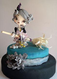 iziana Benvegna. Cute gray witch cake, halloween.
