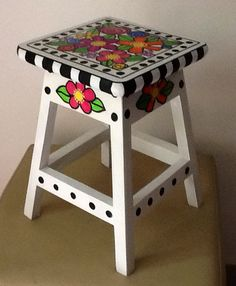 15 Painted Wicker Furniture Ideas to Adorn Your Home Art Furniture, Painting Wicker Furniture, Whimsical Painted Furniture, Hand Painted Chairs, Painted Wicker, Hand Painted Furniture, Funky Furniture, Recycled Furniture, Furniture Makeover