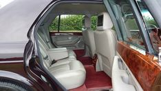 Car airbags are considered to be an effective protective measure that helps reduce the impact of accidents on passengers. Ferrari, Traction Avant, Limousine, Bmw, Sports Photos, Car Seats, Luxury, Vehicles, Luxury Cars