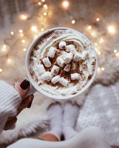 Winter Coffee Winter Days Winter Activities Snow Snowboard Snug Winter Clothing Winter Warmth Winter Inspo Cabin in the woods White Christma Snowboard, Christmas Mood, Noel Christmas, Christmas Fireplace, Xmas, Christmas Coffee, White Christmas Snow, Christmas Flatlay, Christmas Crafts