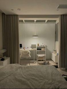 Room Design Bedroom, Small Room Bedroom, Room Ideas Bedroom, Home Room Design, Apartment Interior, Room Interior, Room Ideias, Study Room Decor, Small Room Design