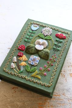 Hand Embroidery Art, Learn Embroidery, Cross Stitch Embroidery, Embroidery Designs, Handmade Books, Book Of Shadows, Bookbinding, Felt Crafts, Book Art