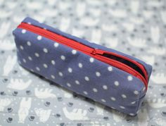 How to make zippered pencil case DIY step-by-step tutorial instructions with Pattern. Инструкция по шитью пенала для карандашей с выкройкой.   http://www.handmadiya.com/2015/09/diy-pencil-pouch-tutorials-with-pattern.html