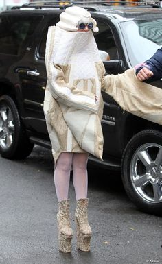Lady Gaga et sa nouvelle tenue pour son anniversaire le 28 mars 2014